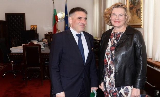 Министърът на правосъдието Данаил Кирилов се срещна с новия посланик