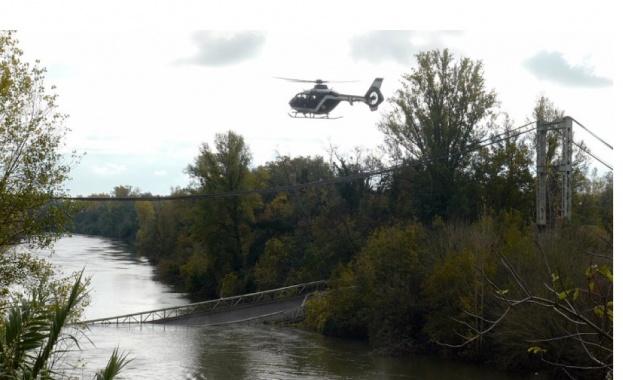 Момиче загина, опасения за изчезнали след рухване на мост във Франция