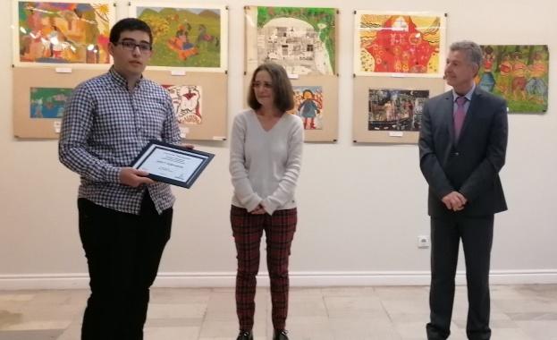 """20-годишният Айкут Исмаилов е тазгодишният носител на стипендията """"Лука Бекяров"""