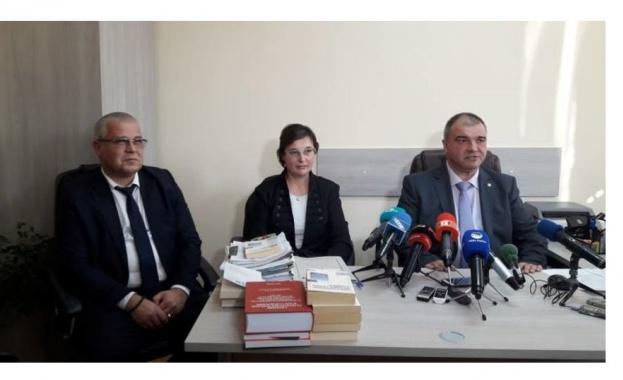 Служителка на банков клон във Варна е задържана и обвинена