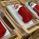 Болница изписва новородените в коледни чорапчета