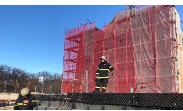 Работник е пострадал при пожар, възникнал по време на строително-ремонтни