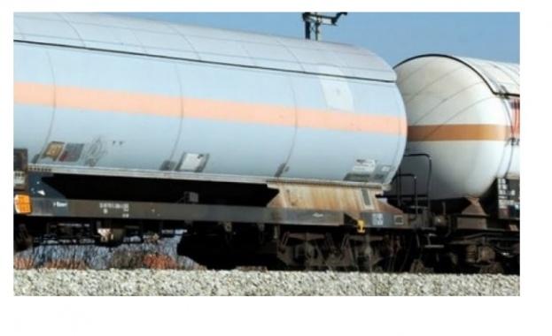 Крадци са арестувани, докато източвали дизелово гориво от влакови цистерни