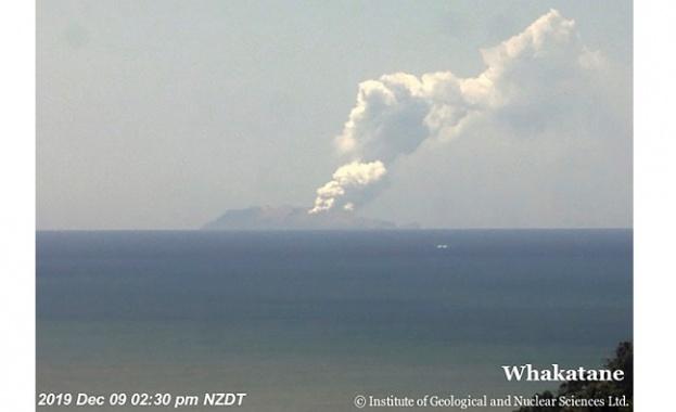 Снимка: Туристи са пострадали при изригването на вулкан на новозеландски остров