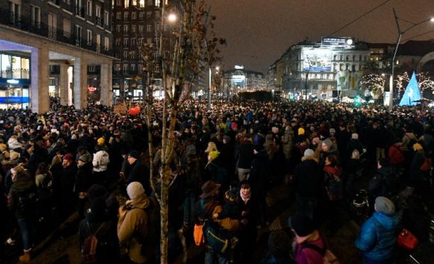 Хиляди унгарци излязоха на протест снощи в Будапеща срещу плановете