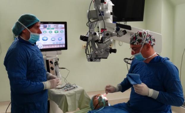 Благотворителна операция от очни лекари за 80-годишна жена