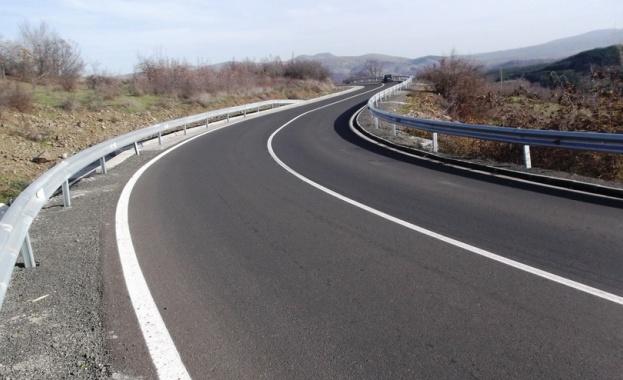Завърши рехабилитацията на 32 км от второкласния път II-59 Момчилград