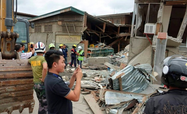 Най-малко четири са жертвите на силното земетресение във Филипините, предаде