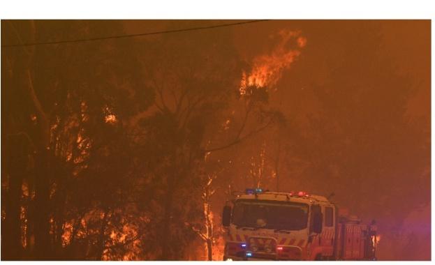 Силните ветрове и високи температури влошават драстично бушуващите горски пожари