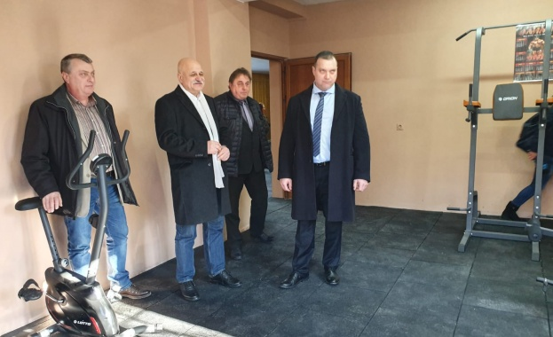 Зам.-министъра на правосъдието проф. Проданов откри нов спортен център Фитнес