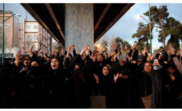 Британският посланик в Иран Роб Макеър е бил задържан за