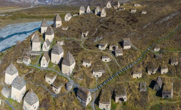 В близост до руското селище Даргавс е разположен средновековен некропол,