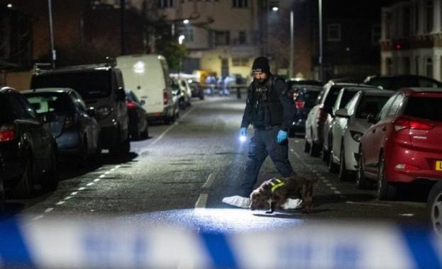 Трима мъже са загинали, намушкани с нож в източен Лондон,