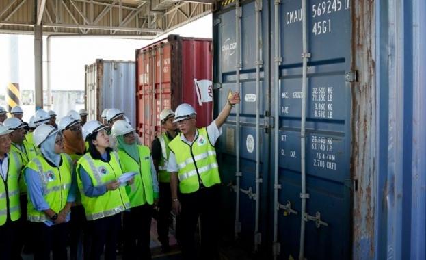 Малайзия твърди, че е върнала 4120 тона пластмасов отпадък в