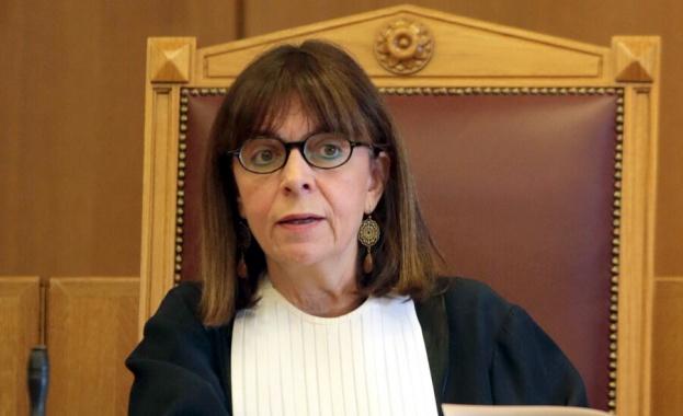С огромно мнозинство в гръцкия парламент 63-годишната Екатерини Сакеларопулу бе