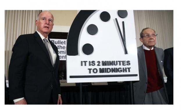 Стрелките на символичния Часовник на Страшния съд са само на