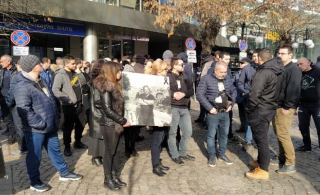 Близки и роднини на Тоско Бозаджийски, който беше пребит от