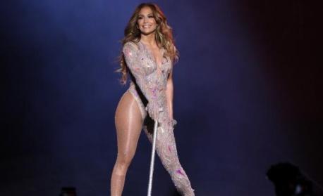 Дженифър Лопес и Шакира усилено се готвят за Super Bowl