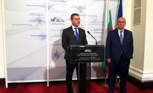Парламентът ще даде мандат на министъра на финансите и управителя