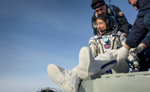 Астронавтката на НАСА Кристина Кук се завърна днес на Земята