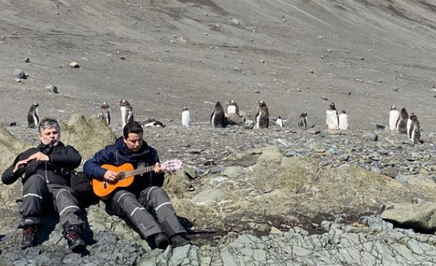 Теодосий Спасов изнесе уникален концерт на ледения континент