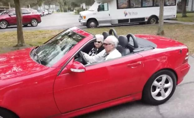 Дядо на 107 вози гаджето си на 99 на кабриолет