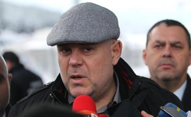 Главният прокурор Иван Гешев е категоричен, че призивите за конституционни