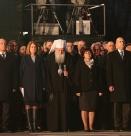 Хората освиркаха Караянчева и Фандъкова пред паметника на Апостола