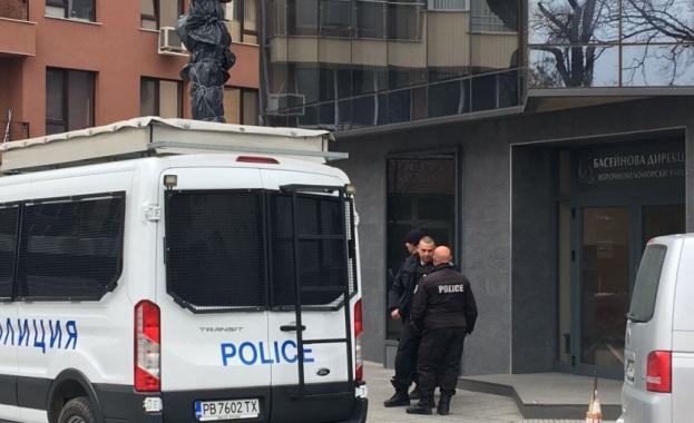 Петима служители на Басейнова дирекция-Пловдив са задържани, стана ясно току-що.