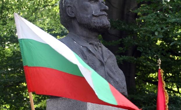 ВМРО: Давутоглу няма място у нас на 6-и септември