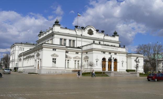 Президентът подписа указа за разпускането на парламента
