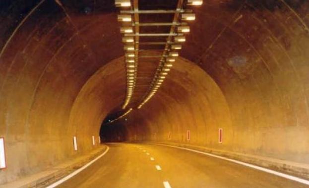"""Шофьорите да карат внимателно в тунел """"Траянови врата"""" на АМ """"Тракия"""" в посока София"""
