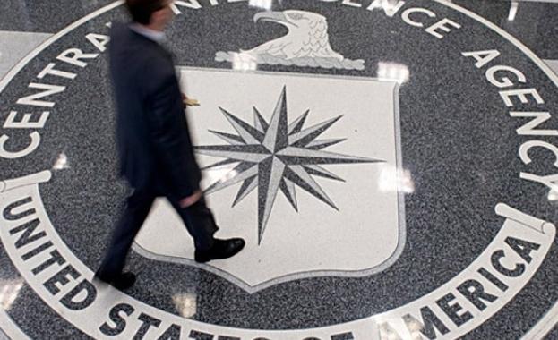 Мъж стреля пред централата на ЦРУ