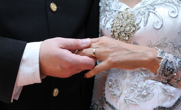 Младоженци отменят сватбите си заради пандемията. Оказва се, че въпреки