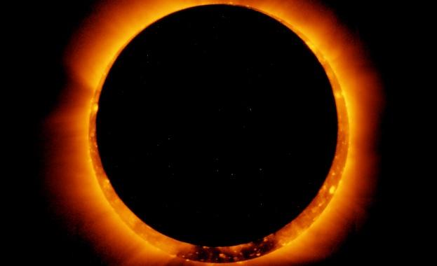 Пръстеновидно слънчево затъмнение очарова части от северното полукълбо