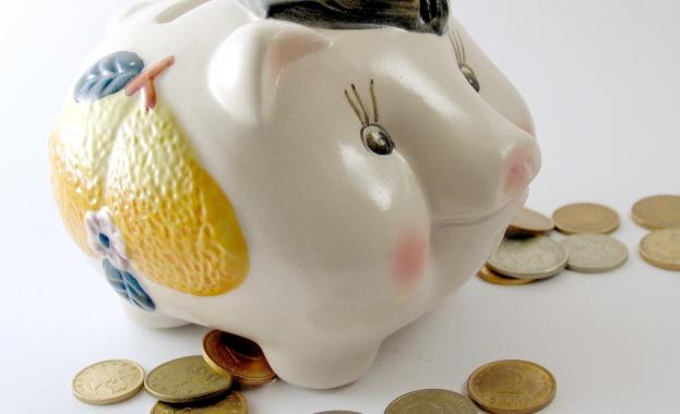"""Две жени опитаха да измамят със """"златни"""" монети за 11 000 лева заложна къща в Разград"""