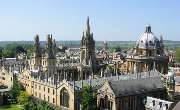 Студентите първа година от ЕС, приети в британски университети през