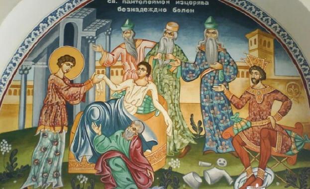 Св. великомъченик Пантелеймон се родил в гр. Никодимия. При раждането
