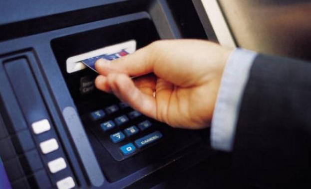 Тегленето от банкомат става все по-скъпо, клиенти ще плащат и за Viber съобщения