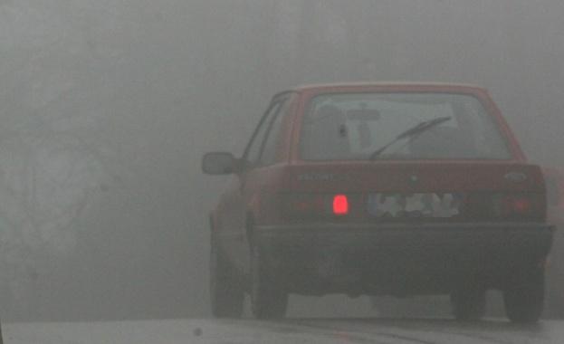 """Верижна катастрофа на магистрала """"Струма"""" заради гъста мъгла"""