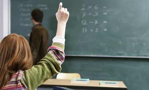 Вдигат всички учителски заплати с 5 на сто (обновена)