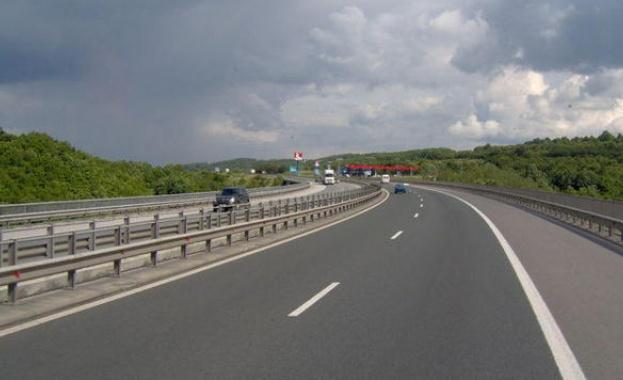 До 17.00 часа днес движението при км 202 на автомагистрала