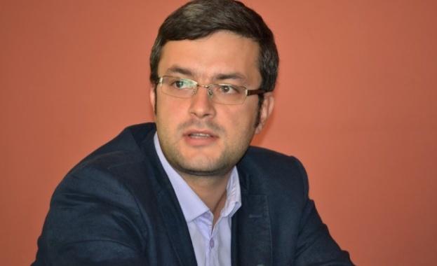 Тома Биков: Проект на Петков и Василев е опит на Радев да се освободи от партиите на протеста