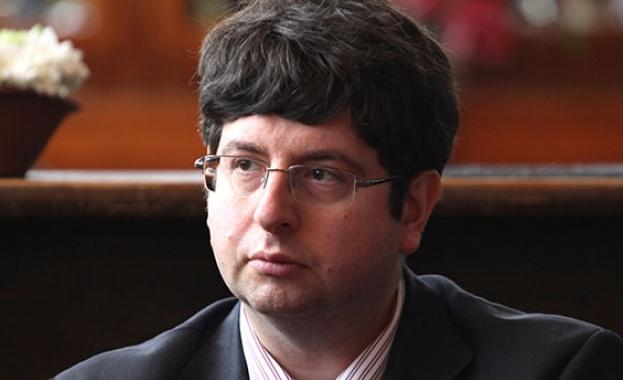 Петър Чобанов е бивш финансов министър, преподавател в Университета за