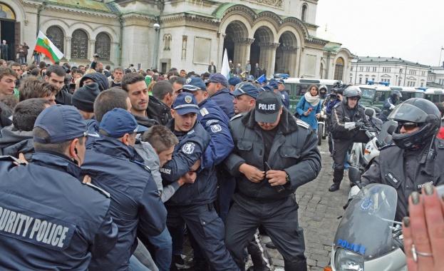 МВР издирва провокатори от вчерашните протести - Cross.bg