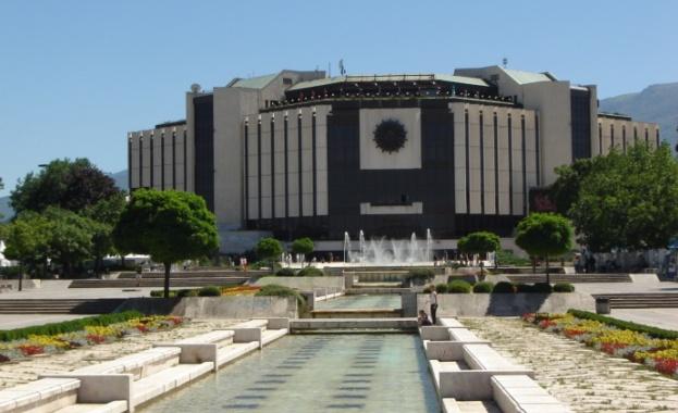 Заради понесените големи загуби покрай кризата, НДК ще съкрати щатния