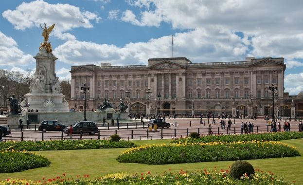Приходите на британската корона бързо намаляват поради пандемията от коронавирус,