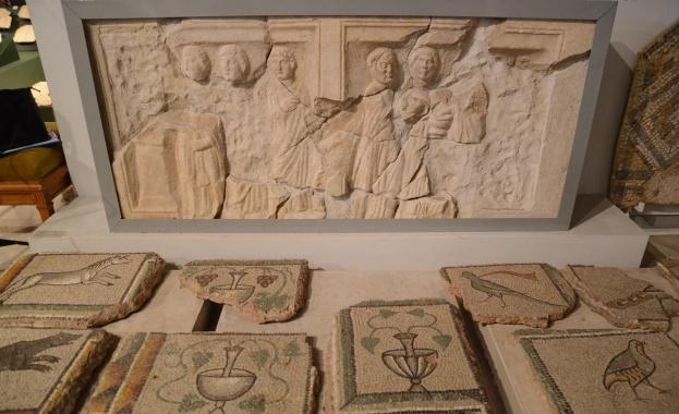 161 г. - Римският император Антонин Пий умира и е