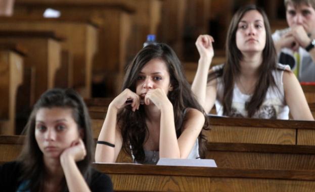 Затвориха 8 нередовни заведения преди студентския празник