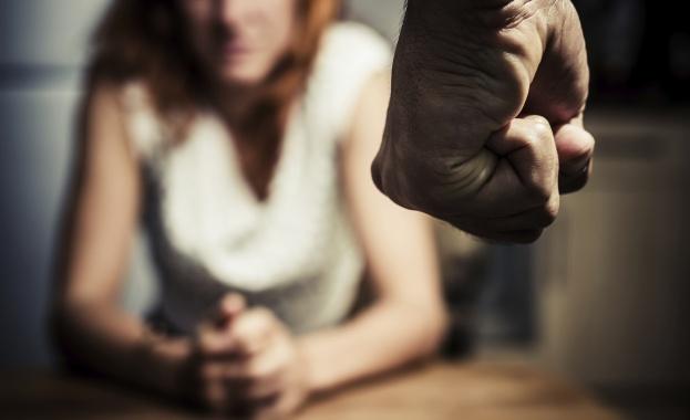 """В България: бият жените, но обичат """"семейните ценности"""""""